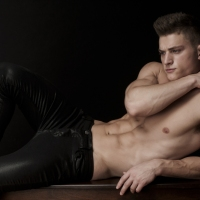 WELL-ROUNDED PERFECTION: MODEL LUKE HOLBROOK